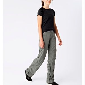 IVIVVA Live To Move Gray Convertible Pants Size 8